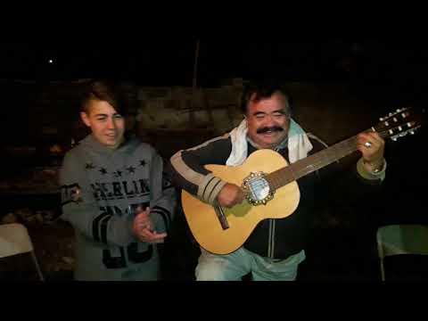 Sergio Herrera le canta al nieto Agustín el colo