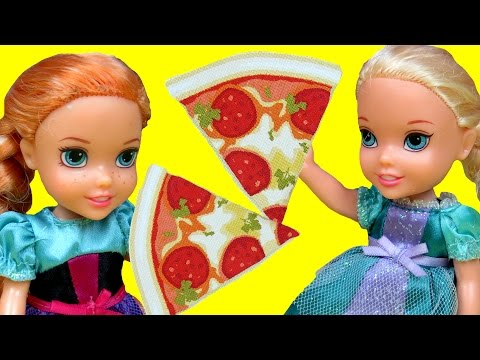 Pizza! ELSA And ANNA Toddlers At Pizzeria