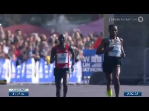 Kenenisa Bekele con 2:03:03 Campeón maratón de Berlin (últimos 400m)