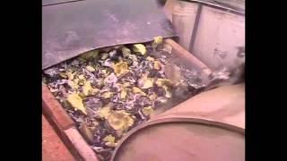Завод по переработке автомобилей и металлолома http://www.netmus.ru(www.netmus.ru - оборудование для мусоропереработки. На данном видео показан завод по переработке автомобилей..., 2014-01-25T19:59:45.000Z)