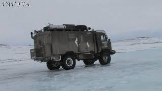 Экспедиция на ГАЗ-66 пересекает реку Паляваам на Чукотке