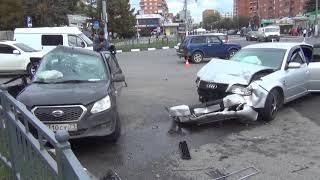 В Туле на Красноармейском проспекте столкнулись две иномарки