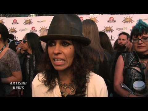 RAW - LINDA PERRY TALKS 4 NON BLONDES REUNION