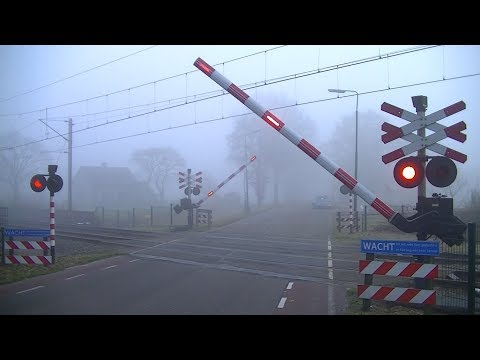 Spoorwegovergang Overberg // Dutch railroad crossing