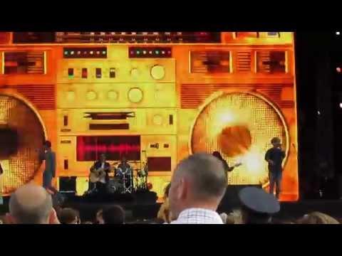 Rizzle Kicks - Mama Do The Hump (Invictus Games Closing Concert)