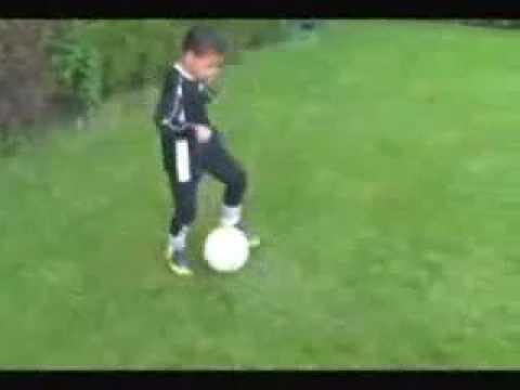 Enfant prodige au foot futur grand joueur comme Pelé