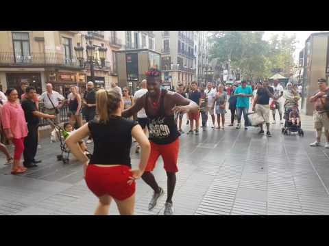 Bailando Timba cubana en las ramblas Barcelona l Madrid timbera