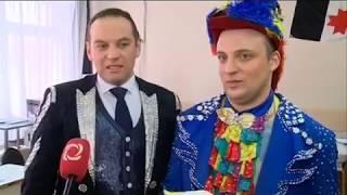 Артисты цирка Никулина пришли на выборы в Ижевске в костюмах и с попугаем
