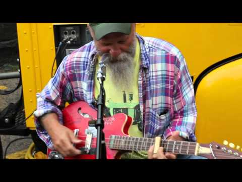 Seasick Steve At The Rolling Record Store