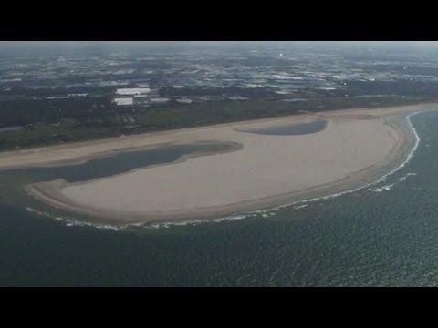 Holland's giant 'Sand Motor' bolsters coastline