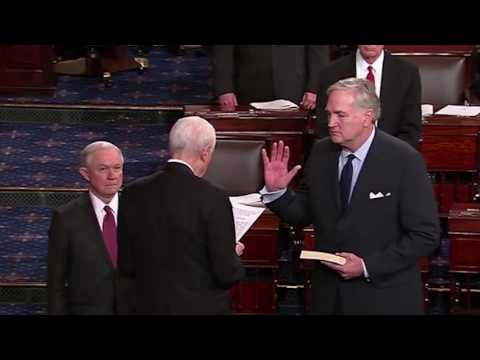 Luther Strange sworn into U.S. Senate