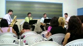 quarteto J F sax tocando a musica MR YUNIOSHI.MOV -na escola de musica de porto feliz