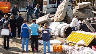 В Новосибирске рабочих завалило обломками водонасосной станции