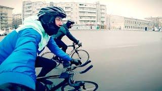 Езда зимой на шоссейном велосипеде(Мы решили проверить, можно ли зимой в Москве передвигаться на шоссейном велосипеде (тоненькие колесики..., 2017-01-24T05:38:48.000Z)