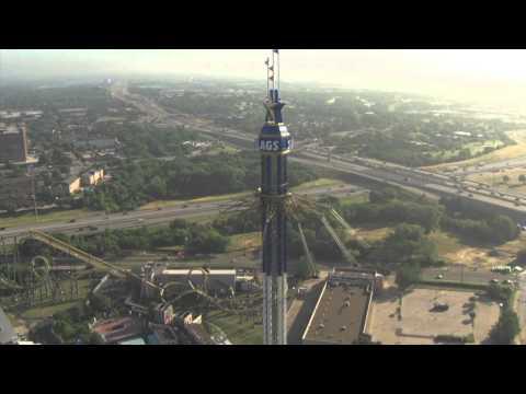 Sillas voladoras a 120 metros de altura: la torre SkyScreamer de Texas