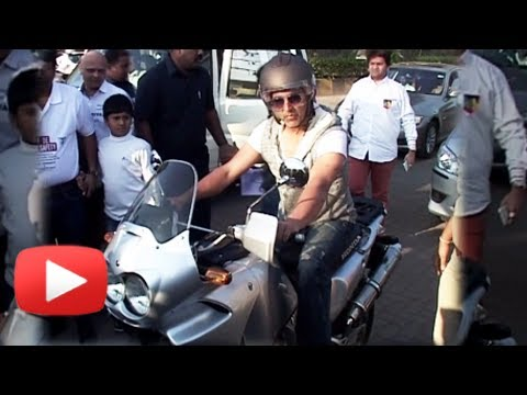 WATCH Akshay Kumar's Style Statement On Bike
