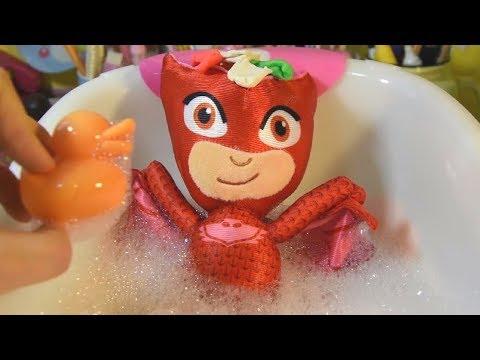 Gufetta dei PJ MASKS SUPER PIGIAMINI gioca col PLAY DOH e SLIME e fa il bagnetto [VIDEO EDUCATIVO]