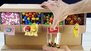 Este dispenser de doces feito de papelão será o sucesso da festa.