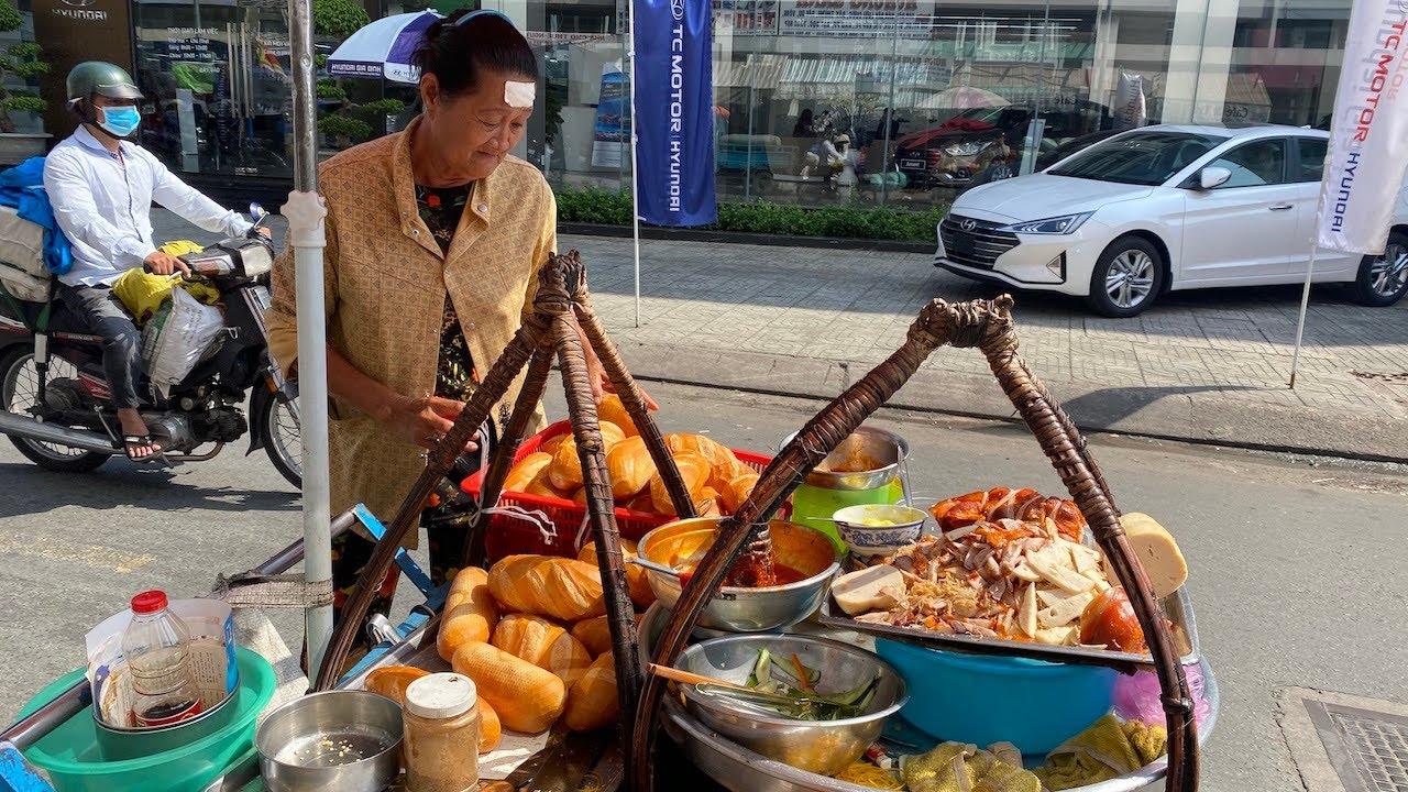 Xe bánh mì liên quận chạy suốt 60 năm khu Chợ Lớn, muốn ăn phải nắm rõ giờ bán