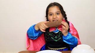 شفا و توأمتها تحدي الاكل الحقيقي ضد الشوكلاتة !! shfa and friends staged a chocolate challenge