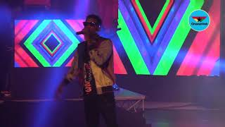 Kofi Kinaata lights up the stage, fans jam to his song at Rapperholic 2018