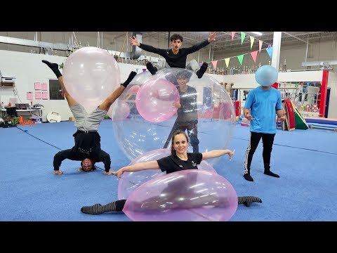 Viral London Tube Singer Performs 'Shallow'из YouTube · Длительность: 6 мин48 с