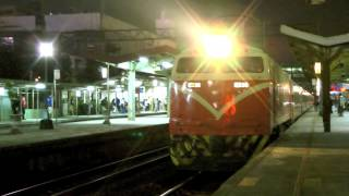[HD] The Taiwan TRA up Luggage train no. 6902 and down Chu-Kuang Express no. 525 at Zhongli Station