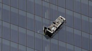 Rescatados dos trabajadores atrapados en andamio colgando del One World Trade Center