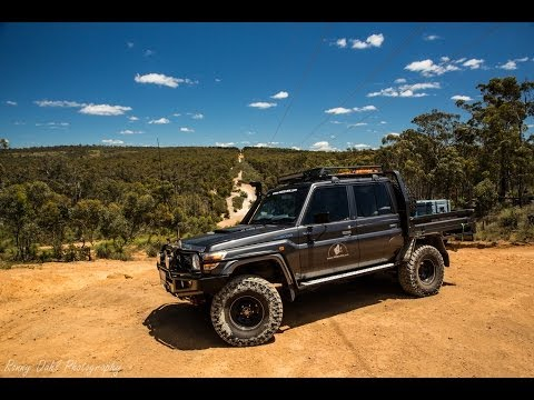 79 Series Dual cab Landcruiser with 35's lifting wheels