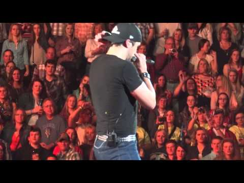 Luke Bryan-Country Girl Shake it for Me-Moline,IL