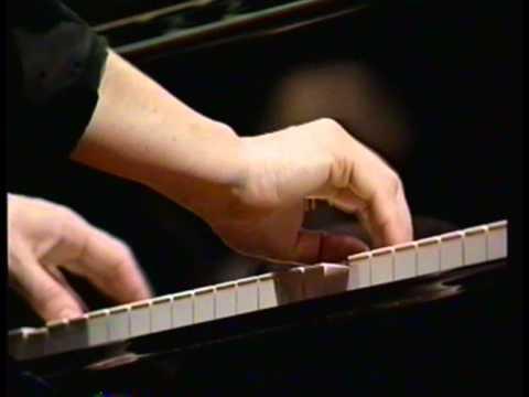 """Beethoven: Piano Concerto No. 5 """"Emperor"""" - 3rd mov., Elisabeth Leonskaja, Kurt Masur"""