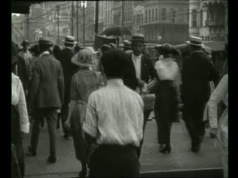 B/W people walking on crowded sidewalk / New Orleans 1915 / Petrified Films / Getty Images 280 235