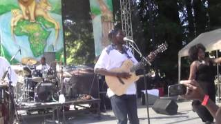 "Oliver ""Tuku"" Mtukudzi live at 2012 Reggae On The River"