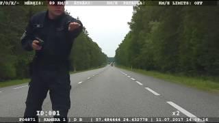 No soda neizbēgt! Noķerts ātrumpārkāpējs – 185 km/h un apzināti slēptas numura zīmes