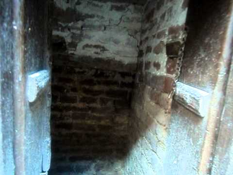 D:\junaid home\OLD CAVE IN MY HOME.AVI