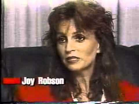 Wade Robson & family defends Michael Jackson in 1993