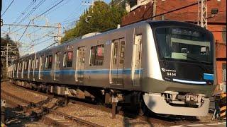 小田急最新型車両5000形5054編成が通過するシーン