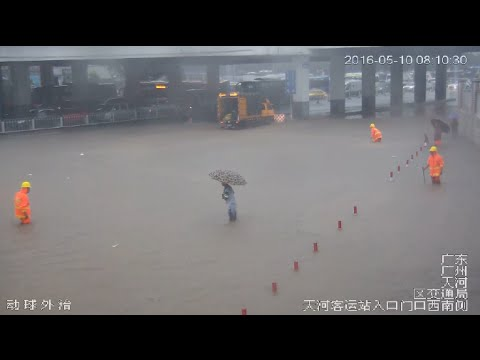 Torrential Rains Flood Guangzhou, Bringing about Traffic Difficulties