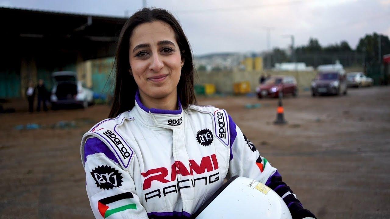 هي سائقة سيارات السباق: مارا جاهالكا - كير