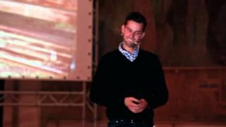 "Ce ti se intampla cand nu ""citesti"": Razvan Crisan at TEDxCluj"
