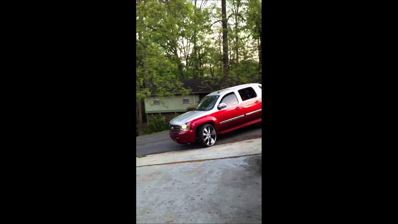 Chevy avalanche on 30 inch rims and house of kolor candy a ...