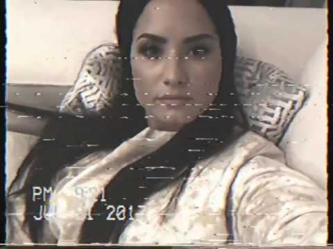 Demi Lovato Shows Her Big Ass in The Camera