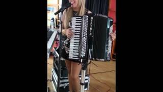 Beatriz y su acordeon