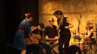 nouvelle vague @ bottle´s bar: dancing with myself