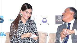 Sonam Kapoor's SHOCKING Wardrobe Malfunction OOPS Moment In Public | ZingZingNews
