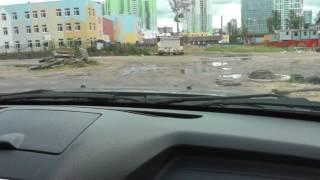 Урок автовождения на машине новичка по плохой дороге.