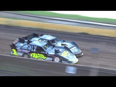 Ricky Weiss Brent Larson battle for final transfer spot Cedar Lake Speedway Heat Race