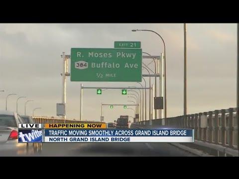 Trafiic moving smoothly across the Grand Island Bridge
