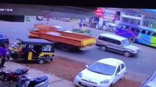 Video Taliparamba Accident CCTV download MP3, 3GP, MP4, WEBM, AVI, FLV April 2018