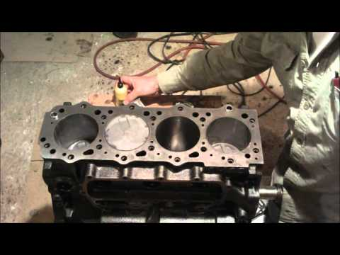 4m40 engine youtube rh youtube com Mitsubishi 4M41 Engine Hydraulic Reservoir mitsubishi pajero 4m40 workshop manual